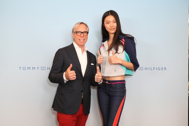 tommy hilfiger thumbs up
